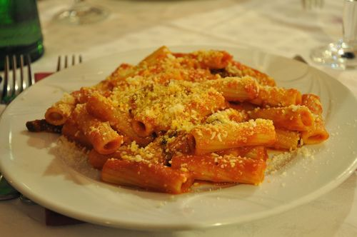 Delicious rigatoni amatriciana at Lo Scopettaro in Testaccio, open during ferragosto.