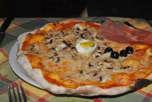 Pizza from Trattoria Luzzi, a good restaurant near the Colosseum