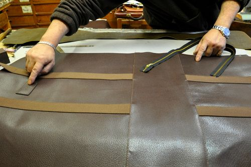 Making a leather tote at Armando Rioda, Rome