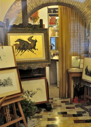 Di Jullo gallery on Via del boschetto Rome