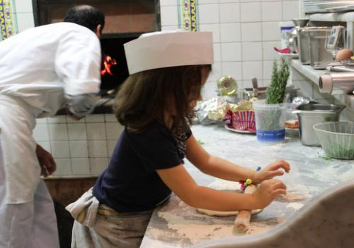 Give the gift of a pizza-making class, and food tour, in Rome!