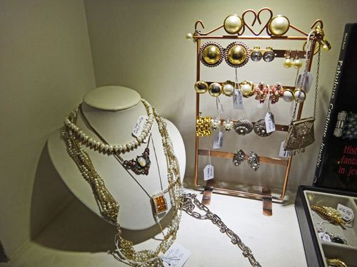 Vintage costume jewelry in Rome